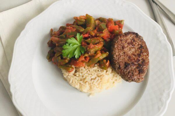 Turkse snijbonen met rijst en tartaar