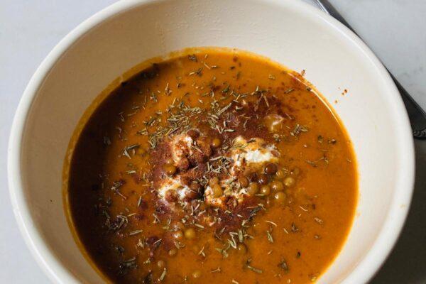 Aubergine soep met linzen en feta-crème